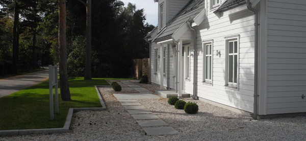 trädgård-trampstenar-i-grus-e1346239811977