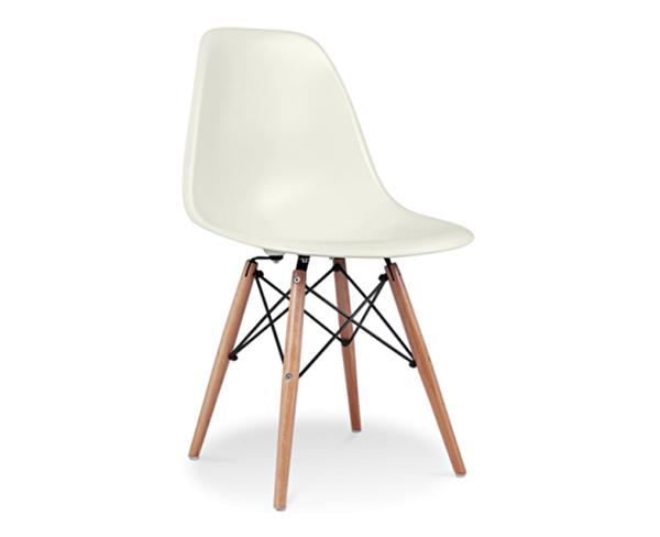vit plaststol med träben