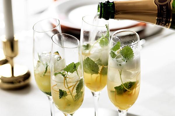 mousserande-drink-med-gin-och-apelsin-recept